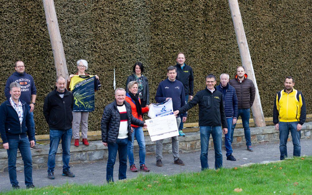 Salzkotten Marathon überreicht Spendenscheck über 6.500 € an Salzkottener Vereine